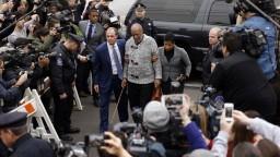 Cosby absolvoval prvý súdny proces, vinu naďalej popiera