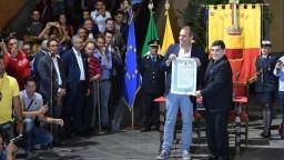 Božskému Diegovi odovzdali čestné občianstvo Neapola