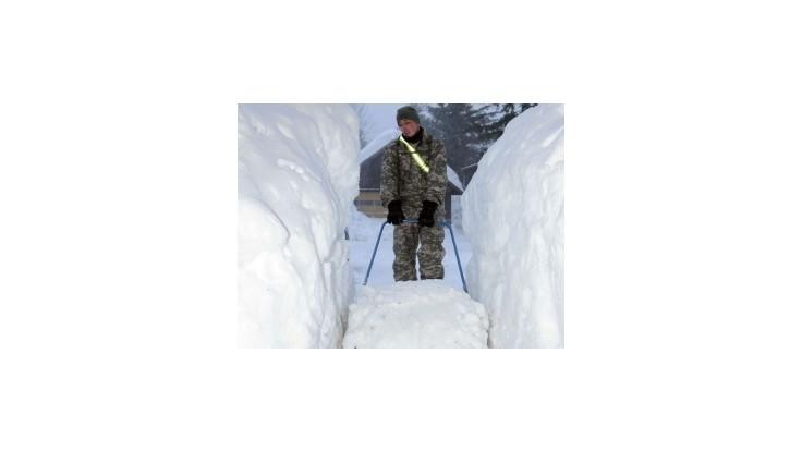 Najväčšie mesto Aljašky sa borí s rekordným množstvom snehu