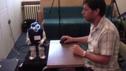 Slovenskí vedci testujú roboty, ktoré radia pri kartových hrách