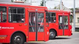V Bratislave a Košiciach chýbajú vodiči MHD, náborové príspevky nepomáhajú