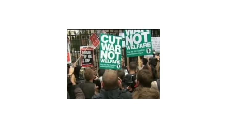 Julian Assange sa ukázal na demonštrácii v Londýne