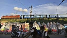 V Indii sa opäť vykoľajil vlak, zranili sa desiatky ľudí
