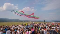 Na leteckom podujatí v Sliači predviedli piloti dychvyrážajúce manévre