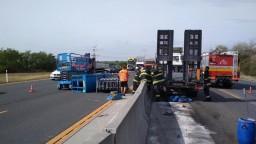 Dopravu na D1 ochromila nehoda, kamión skončil v protismere