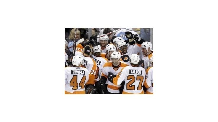 Flyers jedno víťazstvo od vyradenia Penguins, Florida vyrovnala stav série