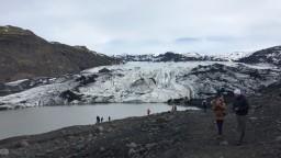 Turisti si zamilovali Island, domácim to začína prekážať