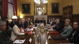 Sexuálne škandály v britskom parlamente zjednotili rivalov