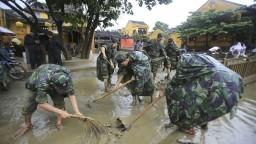 Vietnamci rátajú hromadné škody, ktoré zapríčinil ničivý tajfún