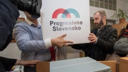 Progresívne Slovensko odovzdalo podpisy, naplno začína v januári