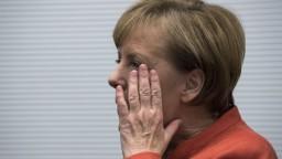 Merkelová chce predčasné voľby, menšinovú vládu odmieta