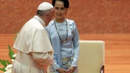 Pápež Rohingov nepriamo podporil, Su Ťij sa im v prejave vyhla