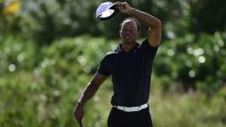 Woods sa vrátil na golfové ihriská a ukázal pôsobivé údery