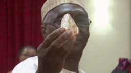 Kňaz našiel obrovský diamant, peniaze z dražby pomôžu ľuďom