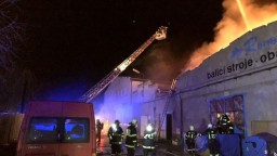 V Prahe vyhlásili mimoriadny poplach pre požiar pri čerpacej stanici