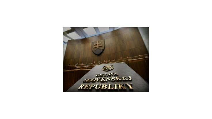 Za zámenu dátumu na návrhu zákona môže ľudská chyba pracovníčky parlamentu