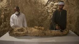 Múmie aj pohrebné šachty. Archeológom sa v Egypte podaril ďalší nález