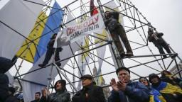Tisíce Saakašviliho prívržencov žiadali odvolanie prezidenta Porošenka