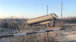 Zrážka vlaku s nákladiakom neďaleko Bratislavy si vyžiadala obeť