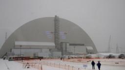 Trosky reaktora v Černobyle pre obavy z radiácie stále neprekryli