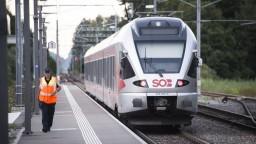 Polícia evakuovala vlak, na zabudnutom kufri bol odstrašujúci text