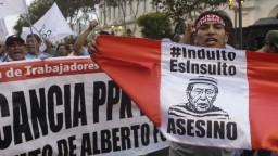 Tisíce Peruáncov demonštrovali proti omilosteniu exprezidenta