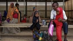 Desaťtisíce afrických utečencov nútia, aby opustili Izrael