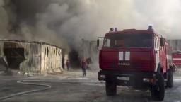 Továreň v Rusku zachvátil požiar, zamestnancov zabil toxický plyn