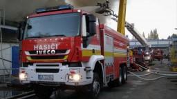 V Sládkovičove zachvátil oheň niekoľko kamiónov