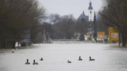 Po silných dažďoch stúpli hladiny riek, hrozia rozsiahle záplavy