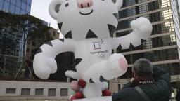 Organizátori ZOH v Pjongčangu predstavili medaily a maskota