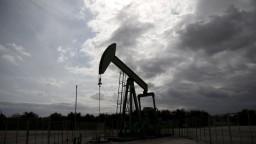 Cena ropy naďalej stúpa, ohrozuje ju však nadmerná ťažba z bridlíc