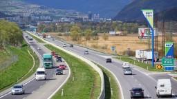 Diaľničná puma v nenápadných autách odhaľuje cestných pirátov