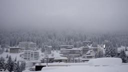 Lyžiarskym strediskám v Európe spôsobil príval snehu problémy