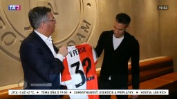 Van Persie sa vrátil, stihol už podpísať zmluvu na 18 mesiacov