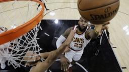 NBA: LeBron James prekonal magickú bodovú hranicu