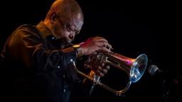 Jazzová legenda a bojovník proti apartheidu Masekela podľahol chorobe