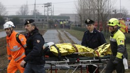 Pri Miláne sa vykoľajil vlak, niekoľko ľudí prišlo o život
