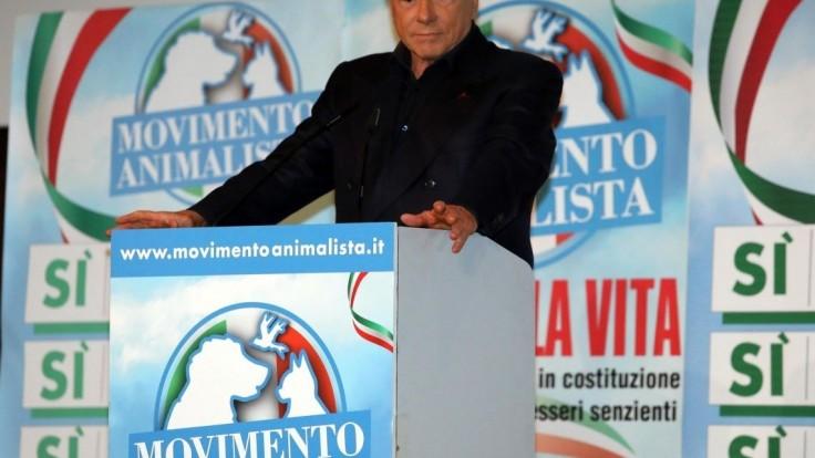 Berlusconi má ideálneho kandidáta na premiéra. Je úplne lojálny