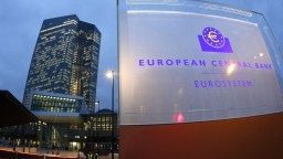 ECB nemení svoju politiku, sadzbu necháva na minime