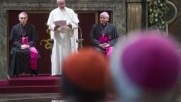 Nemeckí biskupi odkázali pápežovi, že Otčenáš nezmenia