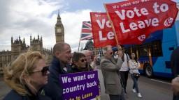 Skoro polovica Britov chce mať posledné slovo v otázke brexitu