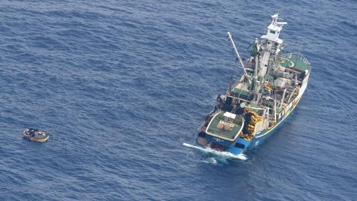 Na malom člne našli sedem pasažierov zo zmiznutého trajektu
