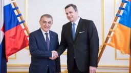 Danko sa stretol s arménskym rezortným kolegom, hovorili aj o genocíde