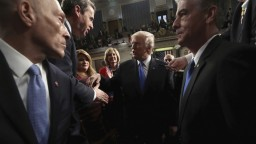 Trump predniesol prejav o stave únie, naznačil zmierenie s Demokratmi