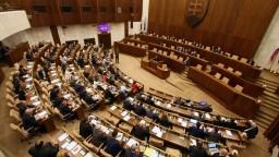 Rokovanie parlamentu: O spájaní obcí aj obecných poslancoch
