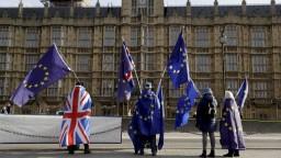Britská vláda odtajní pre členov parlamentu analýzu dôsledkov brexitu