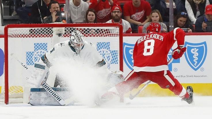 NHL: Tatar premenil nájazd, Halák presedel zápas na striedačke