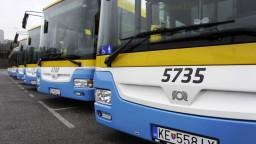 Autobusy využívame menej, dopravcovia bojujú o cestujúcich