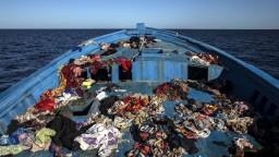 Pri Líbyi sa utopilo takmer sto migrantov, počet obetí môže stúpnuť